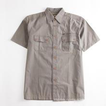 Мужская рубашка цвета хаки с короткими рукавами и обычными карманами