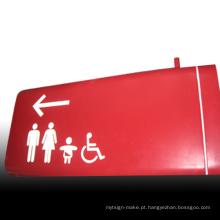 Sinal de rota de acesso de banheiro pintado de aço inoxidável