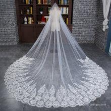 Velo largo nupcial largo de la boda con el cordón ancho del Applique