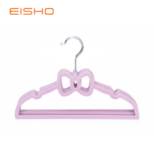 Cintre floqué velours papillon rose EISHO