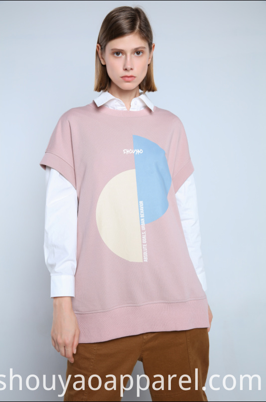 LOOSE-FITTING T-SHIRT FEATUREING ROUND NECK