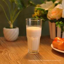 Milchsaft-Wasser-Trinkglas