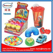 Sommer Spielzeug Tasse Wasser mit Überraschung Spielzeug und Süßigkeiten