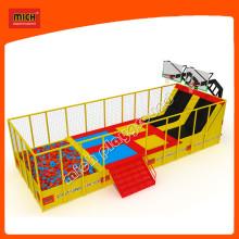 Fábrica de trampolim interior de grande jogo de esportes com rede de segurança