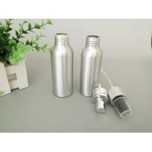 Garrafa cosmética de alumínio prateada com loção e bomba de spray