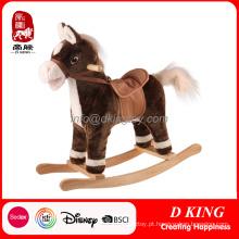 Brinquedo de balanço de madeira antigo do cavalo do passatempo com música