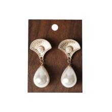 Présentoirs à bijoux en bois massif pour magasin de bijoux de luxe