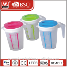 Plastic measuring cup w/cover