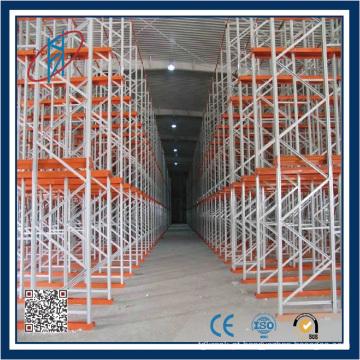 Very Narrow Aisle Factory usa o sistema de rack pesado
