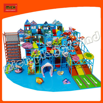 Приключенческая детская игровая площадка, используемая для дошкольного возраста