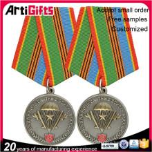 badges de bouclier de médaille plaqués or personnalisés