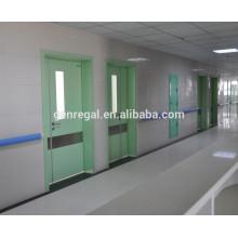 Coloree la puerta de hospital linda de los niños de madera