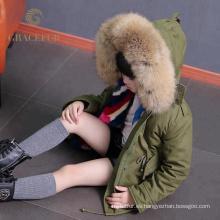 Excelente fabricación de piel de mapache cuello parka niños gruesa chaqueta de invierno