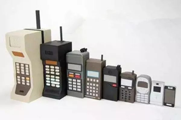 With the progress of science and technology, mobile phones are becoming smaller and smaller.