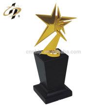 Chine prix bas haute qualité étoiles forme personnalisée trophée en métal doré