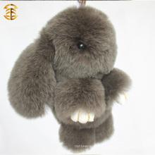 Fabrication en gros Porte-clés de fourrure en peau de lapin véritable en couleur marron pour charme de sac