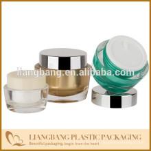 Bocal cosmétique à trois dimensions et nouveau récipient cosmétique acrylique