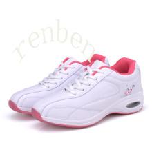 Sapatilhas ocasionais das mulheres novas tênis