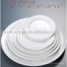 runde Platte aus weißem Porzellan