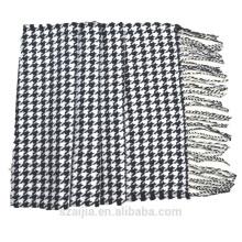 O xaile do pashmina da xadrez dos homens verificou o lenço do pashmina