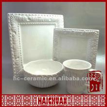Vajilla de cerámica en relieve en blanco