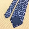 A cópia luxuosa da mão anunciou gravatas de seda feitas sob encomenda dos homens chineses