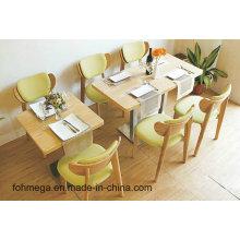 Tables et chaises modernes de restaurant de restauration rapide