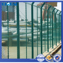 Chain link wire fence system/wire fence with a flat iron design