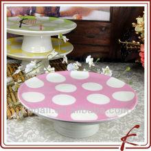 Приятная внешняя керамическая подставка для торта