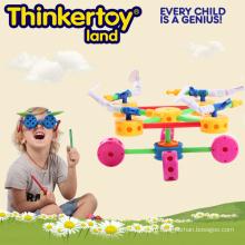 Пластиковые спортивные и развивающие игрушки в парке развлечений