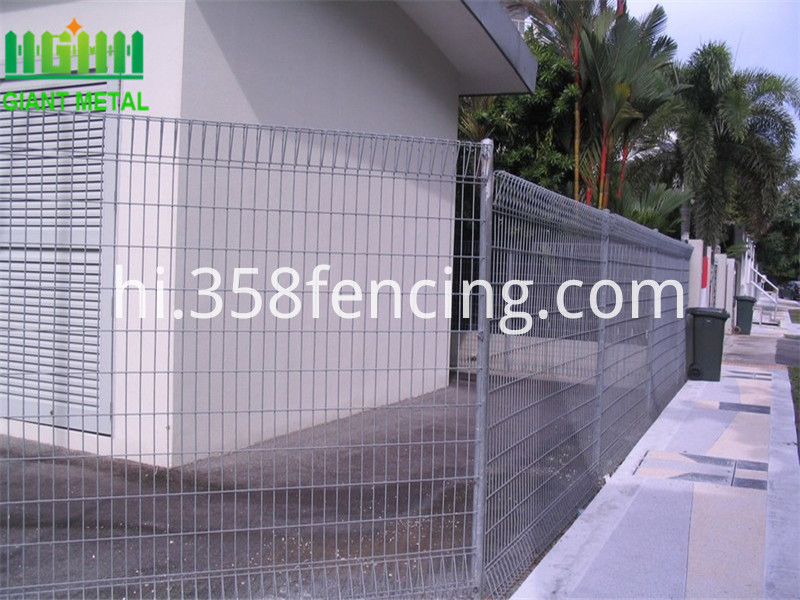 PVC-coated-or-galvanized-BRC-welded-mesh
