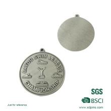 Полированная металлическая медаль чемпионата Лиги плавания за честь