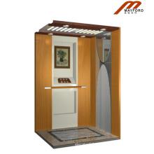Elevador de madeira da casa de campo da cabine com a máquina sem casa