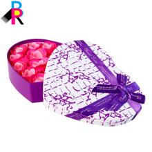 В форме сердца розовый подарочной коробке с красивой лентой