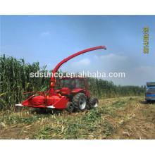 ensileuse alimentée par un tracteur
