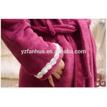 Customed peignoir Coral Fleece pour femme avec belle décoration