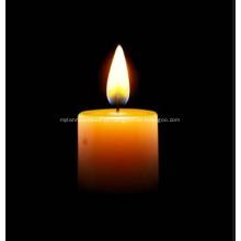 Igreja ou religião usam velas brancas no altar