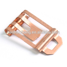 Metralla de cobre con proceso de estampado de metales en el interruptor