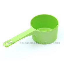 Cuillère en mélamine verte avec poignée