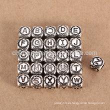Hallazgo de la joyería de sef085 DIY La venta al por mayor 925 esterlina platea el agujero grande del encanto del grano de la letra 26 para la pulsera / el collar