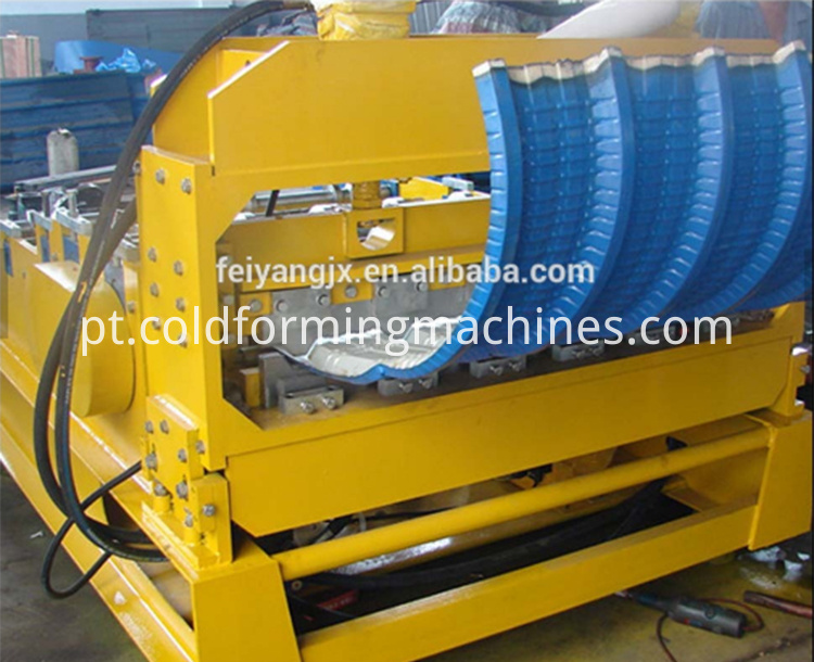 Color steel sheet curving machine
