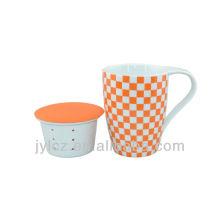 Grifflose Tasse aus Porzellan mit Keramikgefäßen