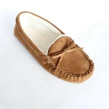 Frau Loafer Schuhe mit gebunden in einem Bogen