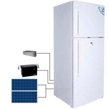 El panel solar que carga el congelador solar en congeladores