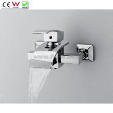 Torneira de banheira de parede com torneira de banheira de bronze com desviador (QH0517W)