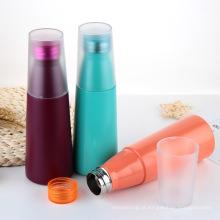 Garrafa térmica de vácuo, garrafa de água de metal com tampa de plástico