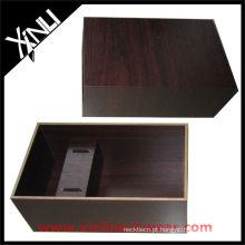 Caixa de madeira marrom da gravata