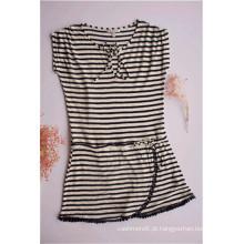 Vestido feminino listrado com decote redondo