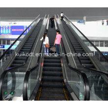 Эскалатор для железнодорожного вокзала или другого общественного