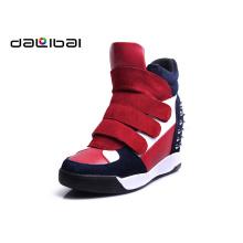 O melhor preço por atacado que eleva sapatas studded da sapatilha da plataforma da camurça